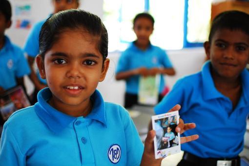 帶備即影即有相機拍攝,學生手持自已的照片的那份喜悅令人難以忘懷。